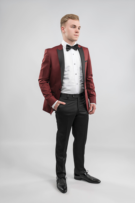 burgundy-tux-hand-in-pocket